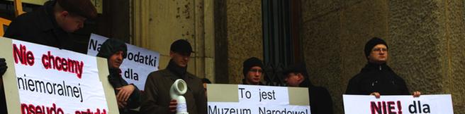 """""""Naród nie chce plugawej sztuki"""" – protest pod MNK"""