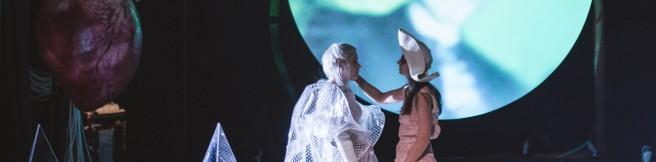 """""""Hamlet"""" w Teatrze Starym – Być, czy być bardziej?"""